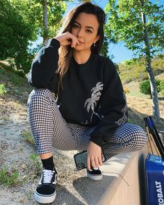 My fngrrs are numb becaus it's cold I csnt thpe jelp Cute Outfits For Kids, Outfits For Teens, Merrell Twins Instagram, Merrill Twins, Veronica Merrell, Veronica And Vanessa, Kim Possible Cosplay, Vanessa Merrell, Best Friend Couples