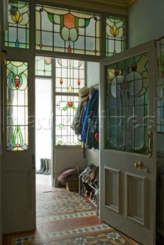 "Love the stained glass windows. The tile is pretty too. ""Classic Edwardian hallway with richly patterned Minton floor tiles and stained glass windows"" Edwardian Hallway, Edwardian Haus, Edwardian Style, Style At Home, Victorian Front Doors, Victorian Tiles, Victorian Interiors, Halls, Stained Glass Door"
