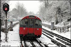 Piccadilly Line (Osterley) in the snow