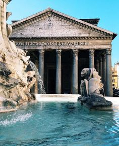 The Pantheon in Rome, Italy. Located in the ancient city, this is one of the top places to visit! Oh The Places You'll Go, Places To Travel, Travel Destinations, Places To Visit, Visit Rome, Visit Italy, Pantheon Roma, Reisen In Europa, Jolie Photo