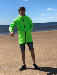 Трехслойная мембранная ткань, в которой в любую погоду комфортно, ни жарко и ни холодно. И конечно защита от ветра и любого дождя ‼️👍 Southern Prep, Rain Jacket, Windbreaker, Style, Fashion, Jackets, Rain Gear, Fashion Styles, Raincoat
