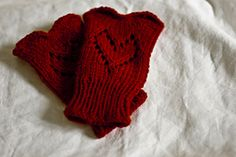 Ravelry: Heart Mitts pattern by Steven Frieson