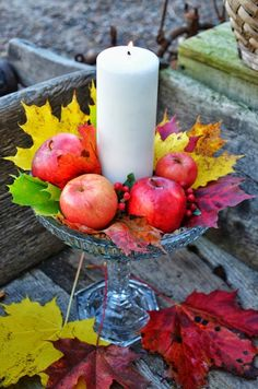 LILJOR OCH TULPANER: Till bordet med höstfeeling! Christmas Table Settings, Christmas Tablescapes, Fall Candles, Pillar Candles, Autumn Decorating, Fall Decor, Crafts For Seniors, Vintage Fall, Autumn Photography
