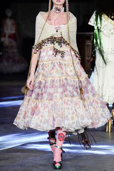 MANISH ARORA – SS16 – PREORDER http://www.precouture.com/en/7018-manish-arora PRECOUTURE.COM is the first European website offering the possibility to preorder the looks straight from the runway. Order your looks now and wear them before anyone else, before it hits stores!