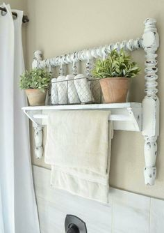 DIY Towel Bar from Vintage Bed Frame DIY towel bar from Jenny Lind bed frame. The post DIY Towel Bar from Vintage Bed Frame appeared first on Decor Ideas. Shabby Chic Mode, Shabby Chic Kitchen, Decoration Shabby, Shabby Chic Decor, Shabby Chic Shelves, Rustic Decor, Shabby Chic Bed Frame, Shabby Chic Bedrooms On A Budget, Modern Decor