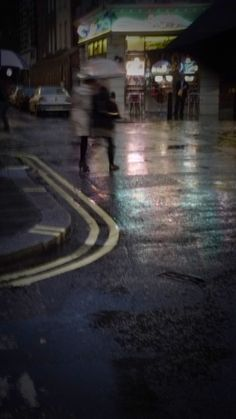 London rain.   #patriciamccarthyphotography Pictures To Draw, How To Take Photos, My Photos, London Rain, Mc Carthy, Inspiring Things, Places To Visit, Scrap, Shots