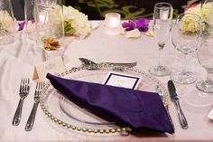 Dinner place setting for a wedding at the DoubleTree by Hilton Sonoma Wine Country. Photo Credit to Mariah Smith Photography.