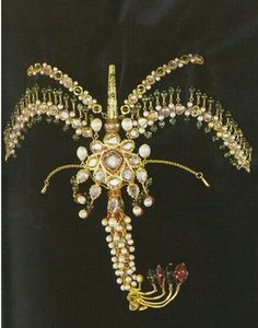 Jewelled gold aigrette.  Ottoman, ca. 18th century.  Aigrettes were attached to turbans as ornaments, and also presented as gifts by the sultans to foreign rulers and statesmen.  With diamond, emerald, ruby and pearl.