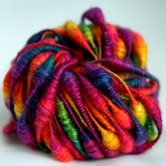Rainbow beads - hand dyed and handspun yarn. Me fascinan los colores! Spinning Yarn, Hand Spinning, Art Textile, Taste The Rainbow, Knitting Yarn, Rainbow Colors, Knit Crochet, Crocheted Scarf, Creations