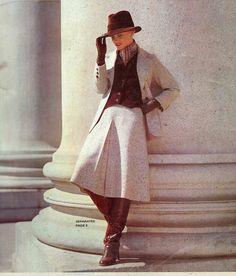 70s Fashion, Fashion Boots, Vintage Fashion, Womens Fashion, Skirts With Boots, Vintage Boots, Photos Of Women, Brown Boots, Gorgeous Women