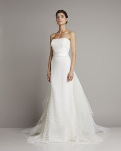 Slim strapless wedding dress made from lace and tulle flounces as Train of Giuseppe Papini