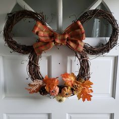 Minnie Mouse Christmas, Disney Christmas, Christmas Diy, Christmas Wreaths, Wreath Making, Diy Wreath, Fall Decorations, Halloween Decorations, Fall Halloween