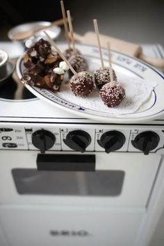 Cake pops på habrebollaf Leilas cake pops är supersmarriga och väldigt populära på barnkalaset. Foto: Leila Lindholm