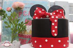 ¡Celebra el primer cumpleaños de tu bebé con una dulce tarta de Minnie!
