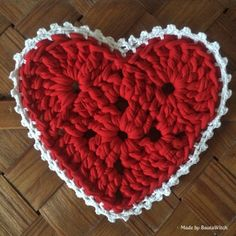 DIY Crochet heart with free pattern. This is super cute. You could make a bunch and use as drink coasters at a valentines day party or a wedding shower would be cute too!!
