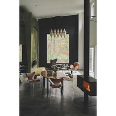 Fritz Hansen Lily stoel | FLINDERS verzendt gratis Plywood Furniture, Modern Furniture, Furniture Design, Fritz Hansen, Arne Jacobsen, Rocking Chairs, Lounge Chairs, Eames, Chair Design