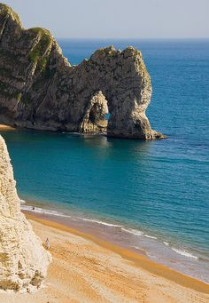 How To Pick A Vacation Destination That's Awesome Places To Travel, Places To See, British Beaches, British Seaside, Dorset Coast, Corfe Castle, Jurassic Coast, Uk Holidays, Vacation Destinations