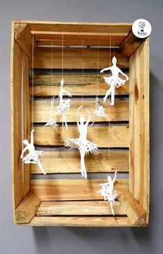 baletnice / papier / śnieżynki / snowflake / balet / zima / diy Wine Rack, Snowflakes, Cool Stuff, Diy, Furniture, Home Decor, Decoration Home, Snow Flakes, Bricolage