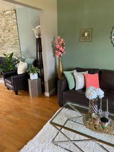 Updated summer living room decor. New coffee table, rug and mirror Sage Living Room, Living Room Colors, Living Room Decor, Green Theme, Interior Inspiration, Interior Decorating, Rug, Nursery, Colour