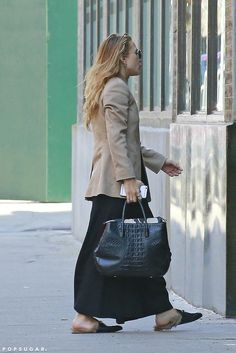 - Mary-Kate arrives at her office in New York City - 551714 28429 - OlsensObsessive.Com Gallery // Your number one resource for everything Mary-Kate and Ashley Olsen Ashley Olsen Style, Olsen Twins Style, Mary Kate Ashley, Mary Kate Olsen, Olsen Fashion, Summer Dress, Street Style, Fashion 2020, Passion For Fashion