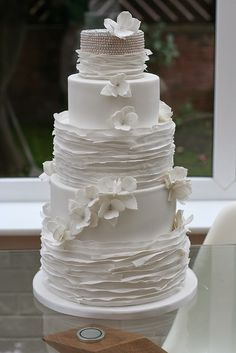 25 Romantic Wedding Cakes ~ For All Seasons