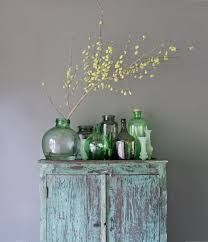 collectie vazen op kast
