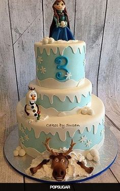 Pin for Later: Make It a Magical Day! 50 Wow-Worthy Disney Cakes A Wow-Worthy Frozen Cake Bolo Frozen, Torte Frozen, Frozen Theme Cake, Disney Frozen Cake, Frozen Birthday Cake, Disney Cakes, Birthday Cakes, Geek Birthday, Disney Birthday