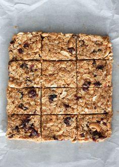 Chewy no bake cashew coconut granola bars - so easy to make, gluten free and no refined sugars! YUM!