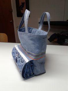 designer bags and handbags purses Denim Handbags, Trendy Handbags, Leather Bags Handmade, Handmade Bags, Recycle Old Clothes, Sacs Design, Bow Bag, Diy Purse, Craft Bags