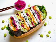 Who wants vegan sushi for breakfast? Onigirazu, Sushi Set, Cold Lunches, Vegan Sushi, Happy Foods, Vegan Lifestyle, Japanese Food, Cravings, Vegan Recipes