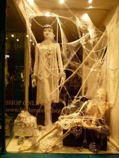 Vitrine Halloween / Dia das Bruxas | Butler & Wilson - Out/ 2013 - Londres