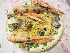 Spaghetti scampi e vongole veraci con pizzico di peperoncino cucinati da me !!!