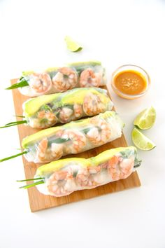 When it& sticky, hot, and humid outside, all I crave are these Shrimp and Avocado Summer Rolls. They& stuffed with fresh herbs and cold crisp veggies.that& definitely my kind of food! You can obviously use whatever fillings you want, bu [. Fresh Spring Rolls, Summer Rolls, Asian Recipes, Healthy Recipes, Ethnic Recipes, Thing 1, Mets, Everyday Food, Fish And Seafood