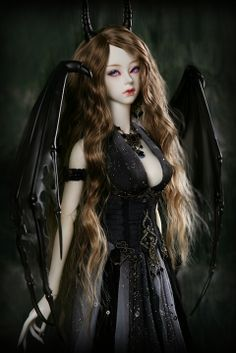 Vampire ball jointed doll :) this one reminds me of the Succubus in WoW ;)