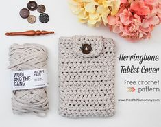 Create this Herringbone Tablet Cover, a simple and chic cover for your iPad Mini, using upcycled t-shirt yarn called Mixtape by Wool and the Gang. Easy Crochet Projects, Easy Crochet Patterns, Crochet Designs, Crochet Ideas, Rug Patterns, Crochet Blocks, Crochet Tutorials, Stitch Patterns, Crochet Amigurumi