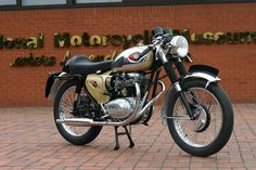 Image from http://www.nationalmotorcyclemuseum.co.uk/museum/exhibits/bikes/fullsize/bsa-a65l-clubman-(w).jpg.