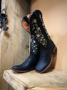 "Women's Floral Embroidery Cowgirl Square Toe Boots ( Black ) - El Potrerito <br> Western Cowgirl Boots Color ( Black ) Toe Shape ( Square ) True To Size Embroidery Detail Shaft Height 12 "" Heel Height 1 Black Cowgirl Boots, Cowboy Boots Women, Black Boots, Black Toe, Boho Boots, Tall Boots, Snow Boots, High Boots, Boots Style"
