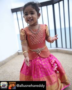 Source by someswarao Blouses Kids Party Wear Dresses, Kids Dress Wear, Kids Gown, Dresses Kids Girl, Baby Dresses, Kids Wear, Girls Frock Design, Baby Dress Design, Baby Design