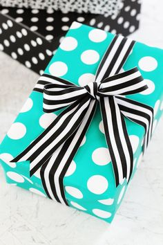 True, it's what's on the inside of the package that counts, but that doesn't mean the outside can't be just as great! Check out this surprisingly easy bow tutorial and step up your gift wrap game. #giftwrapping