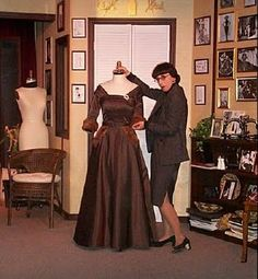"""Edith Head and the dress she designed for Bette Davis in """"All About Eve"""""""