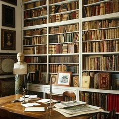 Best Old Home Library Room Design And Decorating Ideas - JustHomeIdeas Home Library Rooms, Home Libraries, Library Books, Classic Library, English Library, Under Stairs Cupboard, Style Retro, Classic Style, Living Room Kitchen