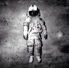 Deja Entendu Astronaut - black & white good outline for a tattoo