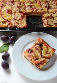 Švestkový kynutý koláč Kefir, French Toast, Baking, Breakfast, Recipes, Therapy, Food, Basket, Morning Coffee