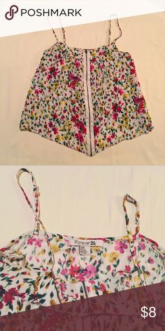 Floral top Super cute forever 21 top zips up and straps are adjustable Forever 21 Tops Blouses