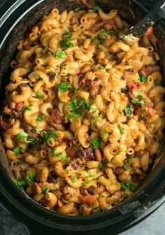 This Slow Cooker Vegetarian Chili Mac Recipe is made all in the crockpot (even the noodles! A super easy vegetarian crockpot recipe to feed a crowd. Vegetarian Chili Mac Recipe, Healthy Crockpot Recipes, Slow Cooker Recipes, Healthy Dinner Recipes, Vegan Recipes, Chili Recipes, Healthy Food, Dessert Recipes, Vegetarian Entrees