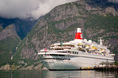 The Black Watch is a throwback to the golden age of cruises, decked out from top to bottom in a classical and traditional fashion. More here http://about2crui.se/the-Black-Watch  @fredolsencruise #fredolsen #cruises #Eidfjord #Norway