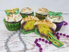 Mardi Gras Cupcakes Fall Mason Jars, Mason Jar Diy, Easy Thanksgiving Crafts, Halloween Garland, Gift Card Balance, Serving Others, Diy Garland, Tree Crafts, Holiday Treats