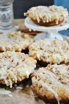 Snickerdoodle Crumble Donuts | www.somethingswanky.com