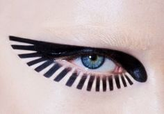 Pat McGrath for Maison Margiela AW 15, eye makeup, eyeliner, winged liner, blue eyes