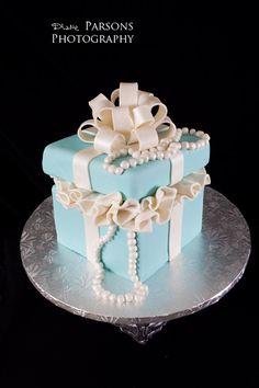 Breakfast at Tiffany's theme cake @Victoria Kenyon